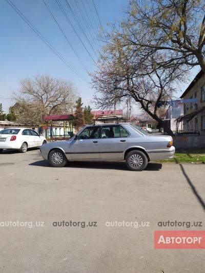Автомобиль BMW 525 1986 года за 2453 $ в Ташкенте