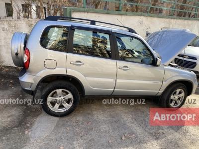 Автомобиль ВАЗ Шеви-Нива 2015 года за 8800 $ в Ташкенте