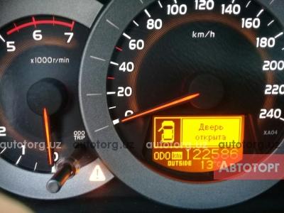 Автомобиль Toyota RAV 4 2006 года за 4500 $ в Андижане